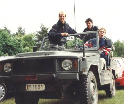 Team im Jeep